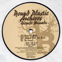 <a href=\'\'>Ricardo Miranda</a> - Round Plasic Archives